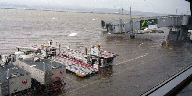 冠水した関西国際空港