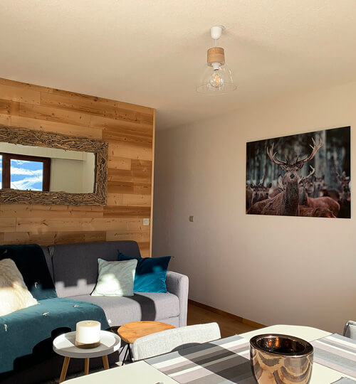L'accès vers l'espace cuisine, la salle de bain et la chambre cabine du Chèvrefeuille