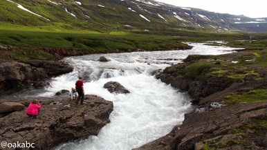 ทางไปเมือง Seyðisfjörður น้ำตกข้างทาง