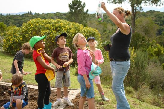 Grade-1-Gardening-Outing (10)