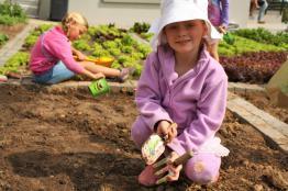 Grade-1-Gardening-Outing (30)