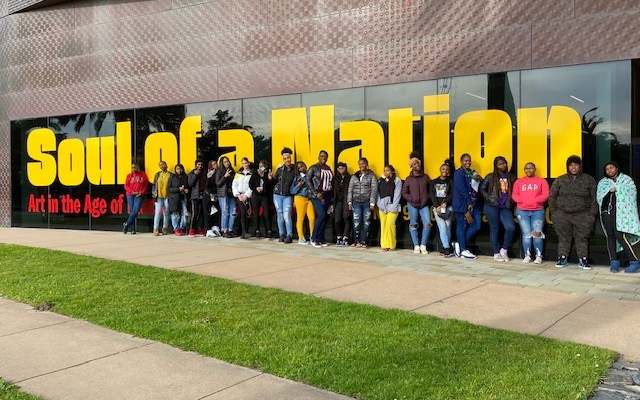Arts Facet Trip with Fly Girls to the de Young Museum