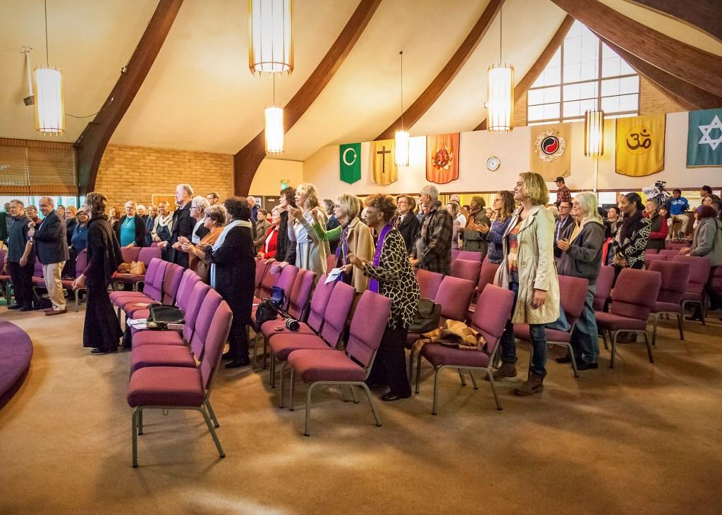 Congregation Singing - _MG_5524