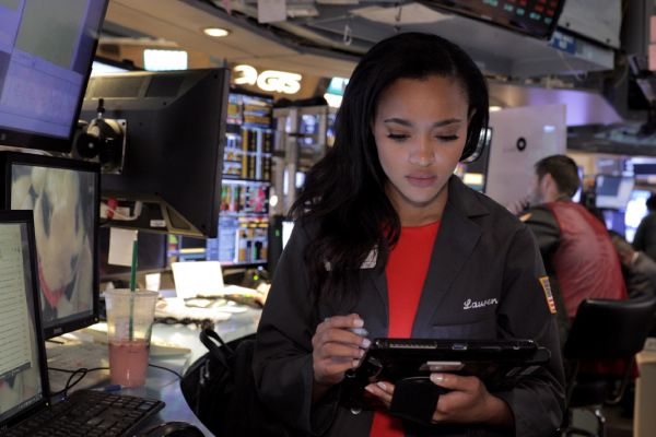 Lauren Simmons Is First Full-Time Female New York Stock Exchange (NYSE) Trader