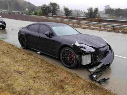 Steph Curry's Porche sedan  (photo courtesy of CHP Oakland)