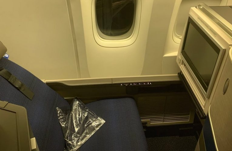 United Airlines B777-200 First Class LAX To ORD