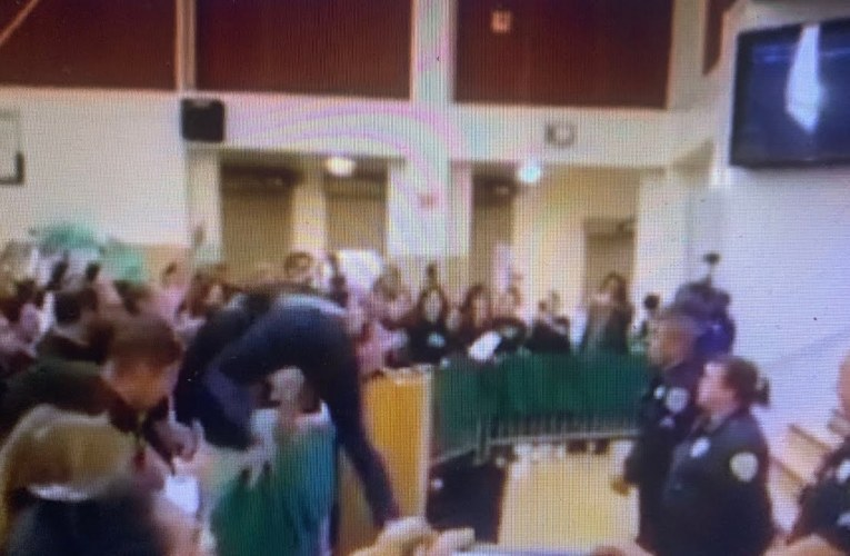 Oakland Police Fight Protestors At OUSD Board Meeting Wednesday Night 10-24-2019