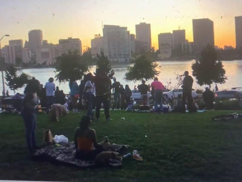 """Oakland Lake Merritt Still Gets Crowded On The Weekend, Even As City Pleads """"Give The Lake A Break"""""""