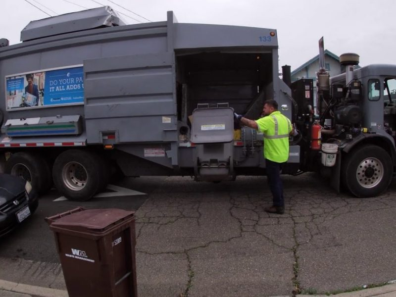 California Waste Solutions: Peterbilt 320 M/A on Recycling in Oakland!