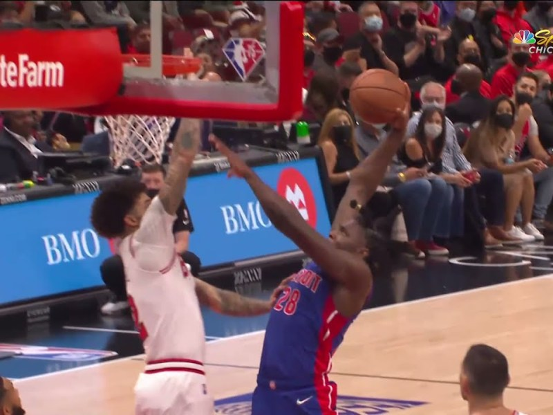 Lonzo Skies out of NOWHERE for the Bulls Double Block! 😮