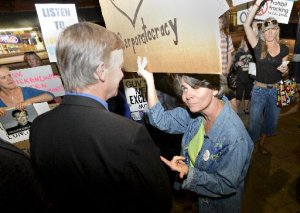 CO Governor Hickenlooper being confronted by fracking opponents