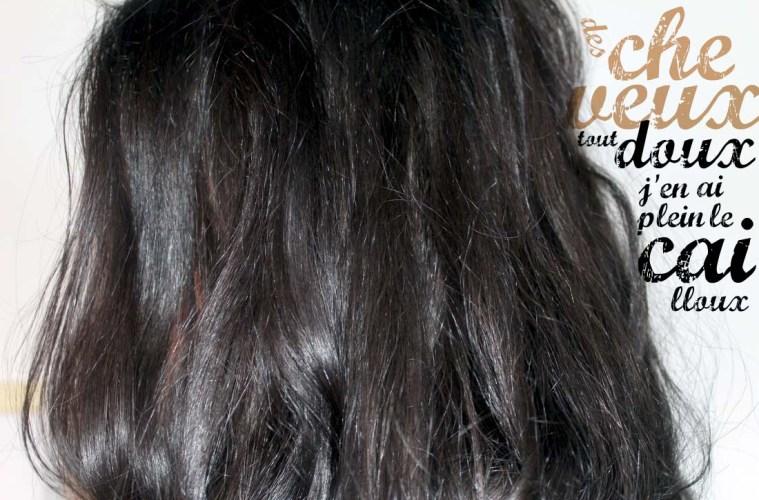 zoom sur des cheveux doux et brillants