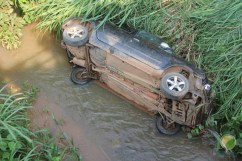carro na ponte-14