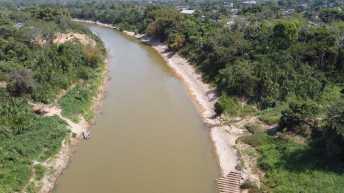 Contrabando vistos em vários pontos do rio Acre acontecem a qualquer hora do dia e da noite.