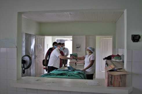 Alysson-Bestene-visita-Hospital-de-Xapuri.-Odair-Leal-10-scaled