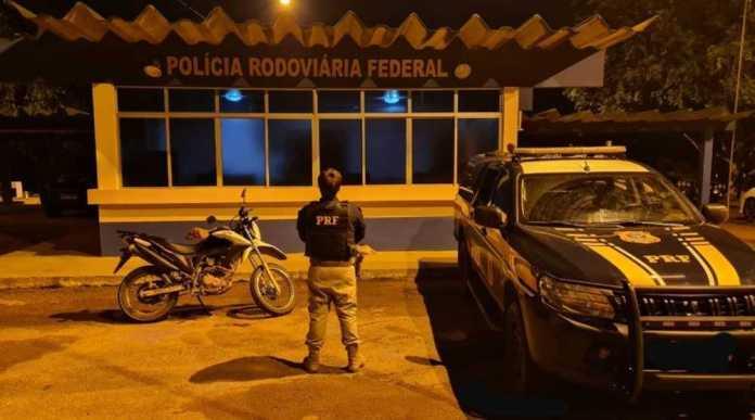 Polícia Rodoviária Federal recupera moto roubada na BR-364