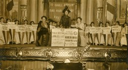 Emmeline-Pankhurst-speaking-at-a-Womens-Social-Political-Union-WSPU-meeting-1912.-Fonte-Flickr-LSE-Library