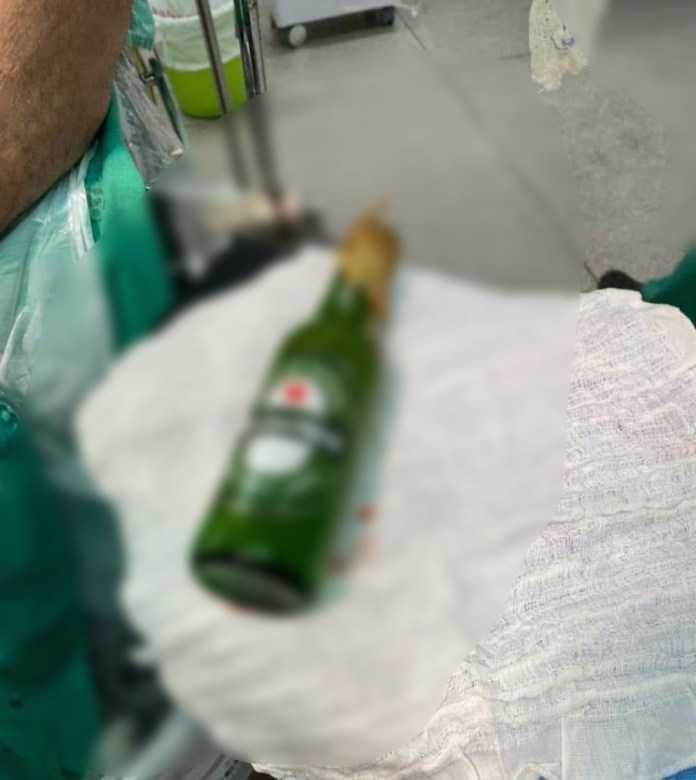 Homem que teve garrafa no introduzida no ânus após bebedeira em Brasiléia recebe alta