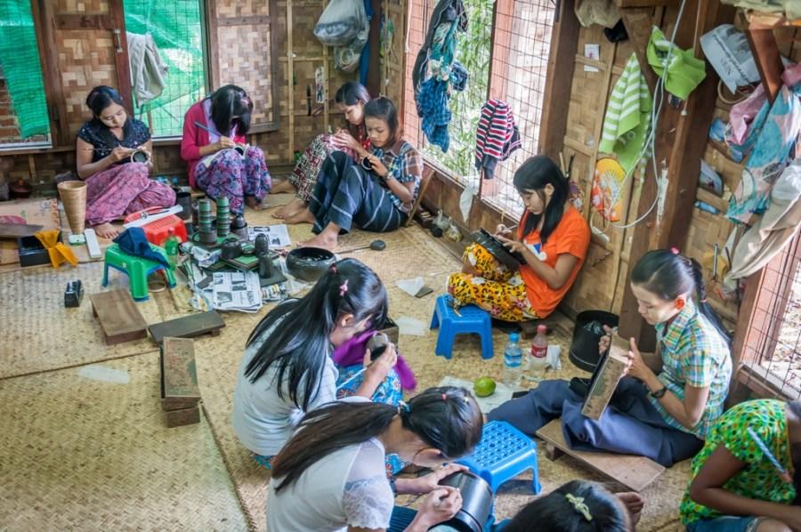 Artistele de la fabrica de lac_Myanmar