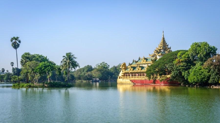 KandawgyiLake & Karaweik, Yangon