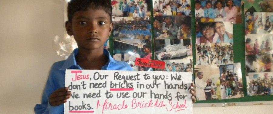 Maria-Cristiana Marcus_romanca din Londra care pleaca sa voluntarieze in Pakistan (4)
