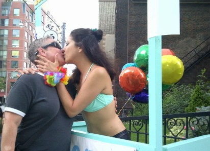 pridekissingbooth06