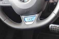Logo GT na kierownicy