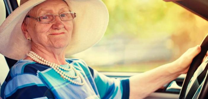 Życie drogowe kobiet po 50 coraz częściej trwa w najlepsze!