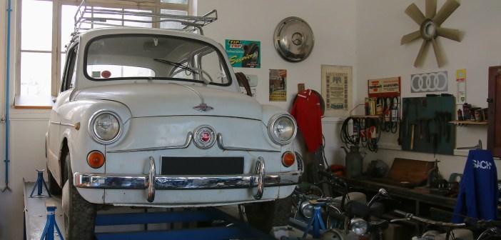 Nie masz garażu z kanałem? Postaw na najazdy! Co jeszcze może się przydać?