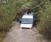 Śląskie | Próbowali pokonać samochodem rzekę – jeden mężczyzna utonął.