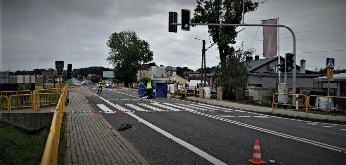 Od dwóch dni trwa obława na kierowcę, który na pasach potrącił kobietę. Policja prosi o pomoc