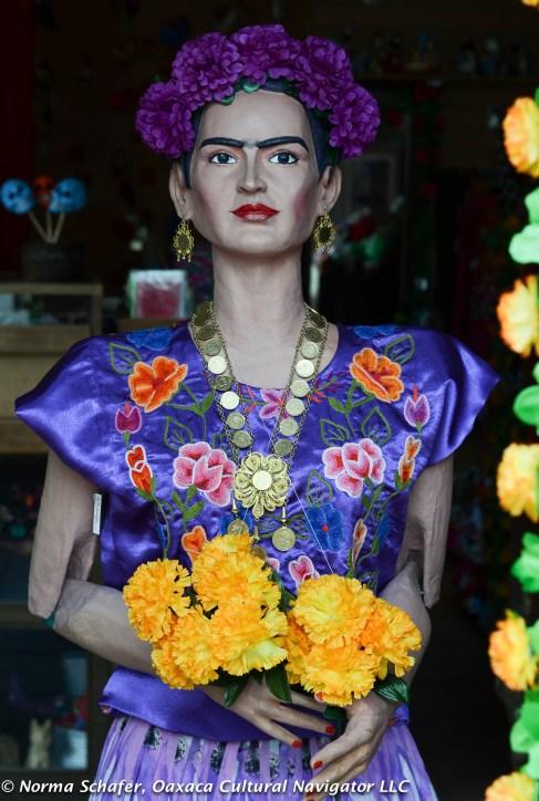 Even Frida returns to celebrate