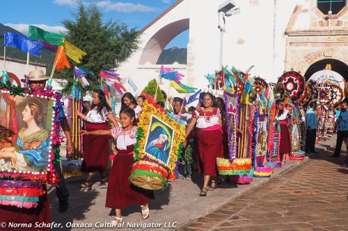 Unmarried young women in the Convite de las Canastas, Teotitlan del Valle