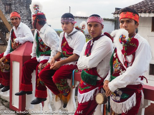 The next group of Voladores waiting their turn.