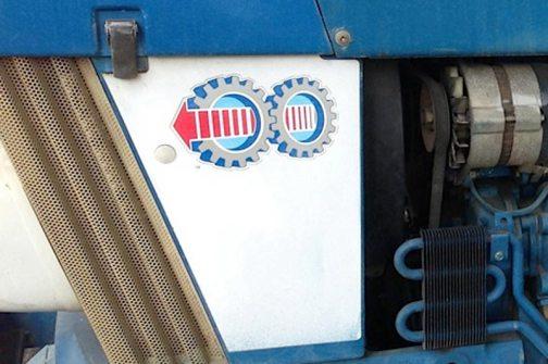 なんだろうこの歯車マークは?このカバーを開けると何かが飛び出すのか?気になるが意味はわからず。