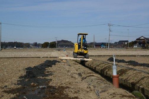 排水路の泥上げです。