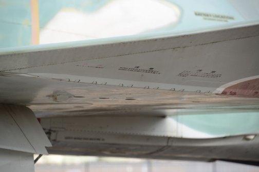 翼端は折畳めるのでしょうか?ミシン目?が付いています。注意 アウター・ウイング折りたたむ時インナー・ウイングに対し90度を超えるな 90度以上はフェアリングを壊す  注意 WING FOLD LUGを保護せよ WING FOLD面に工具等を置くな