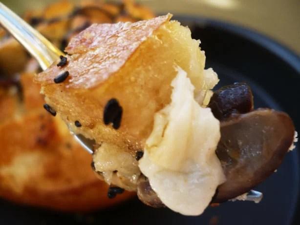 Pão com shitake e provolone