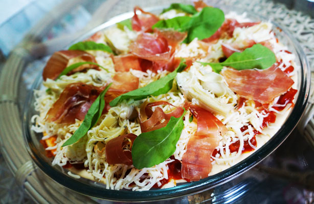Pizza de mini alcachofas e Parma