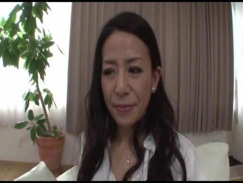 熟年離婚した五十路熟女がポルノビデオ体験で快感に喘ぎ絶頂してる日活 無料yu-tyubu田舎
