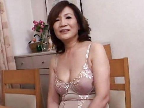還暦を過ぎた田舎のおばあが息子へバイブオナニーのビデオレターjyukujyokurabu.6