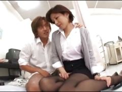 四十路熟女の女教師が生徒達に凌辱されながらセックスしまくるおばちゃん動画