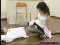 放課後の教室で生徒と生セックスしてる美熟女教師!大量中出しさせて秘密にする約束をしてるjyukujo動画画像無料