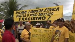 Mestiços bloqueiam BR-319 em protesto contra limpeza étnica pelo governo brasileiro