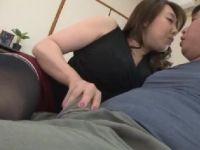 嫁の義母がAV女優の風間ゆみで気付いた娘婿を誘惑していく熟女セックス動画