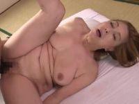 五十路の欲求不満な母親が息子におまんこを突かれ激しく悶える母子相姦の熟女セックス動画