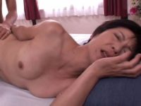 50代と60代の普通のおばさんが本気のsexをカメラの前で披露しておめこから精子が溢れる熟女動画画像無料