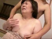 激ポチャな母に発情する息子と母子相姦で激しく悶えるおばさん動画
