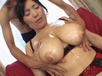 熟年系セクシー女優の北原夏美がぬるぬるな濃厚な性行為でおまんこを濡らしてるおばさんのセックス動画無料