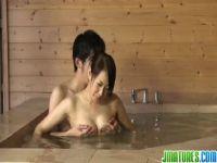 旅館の仲居をしてる40歳の熟年女が客と激しいセックスをするおばさんのおめこなひとずま無料tokyo